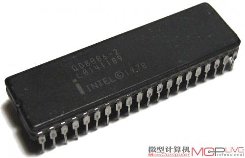 英特尔为了兼容8086处理器,不得不一直采用x86 CISC指令集。